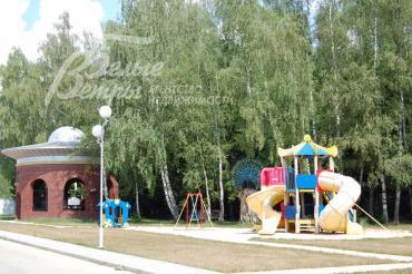 Детская площадка в поселке Рависант